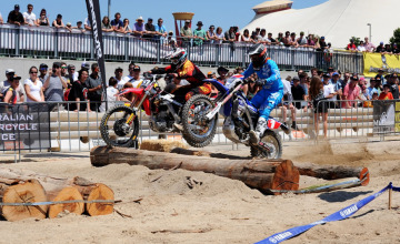 Peter Boyle and Chris Hollis fight it out at the Moto Expo enduro-x. Credit Russell Colvin